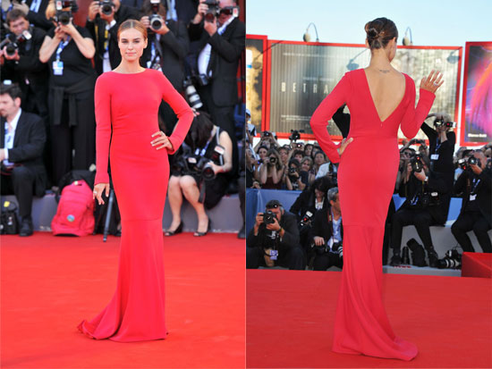 Red Kasia Smutniak Carpet Di Abito Venezia Armani Privè Sul In EDWH9IY2
