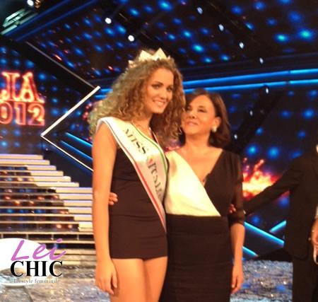 Giusy Buscemi Calendario.Beppe Fiorello Incorona Giusy Buscemi Miss Italia 2012 Foto