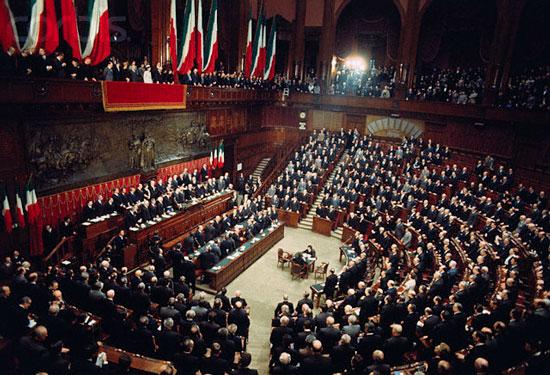 Il parlamento pi giovane e con maggiore presenza for Parlamento italiano storia