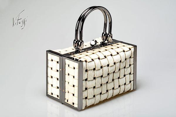 Vitussi--Bauletto-in-pelle-cavallina-color-bianco-panna-con-trama-intrecciata-euro-870