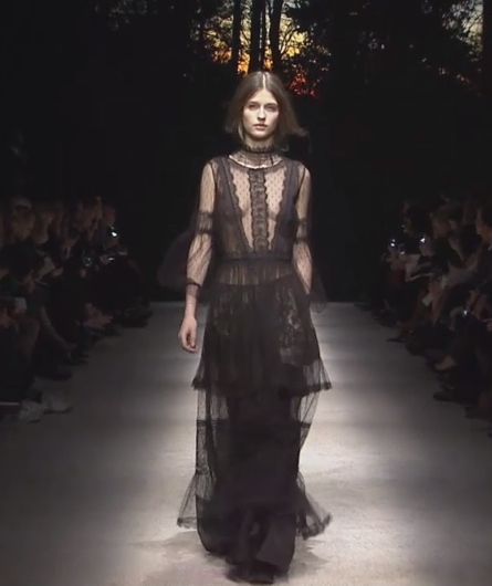 ed05a74177 Milano Fashion week, la sfilata di Alberta Ferretti [VIDEO] - Leichic.it