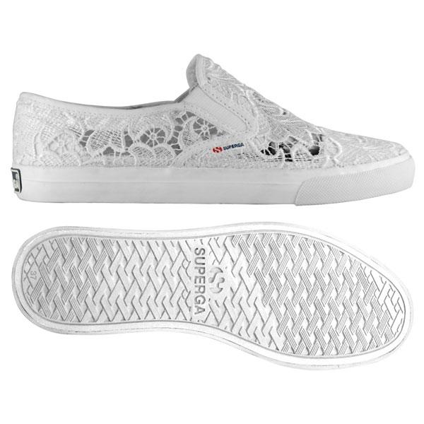 d2ca289678 Slip on in pizzo di Superga: le nuove scarpe di tendenza della ...