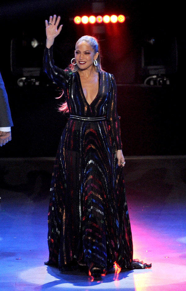 Jennifer-Lopez-in-Blumarine