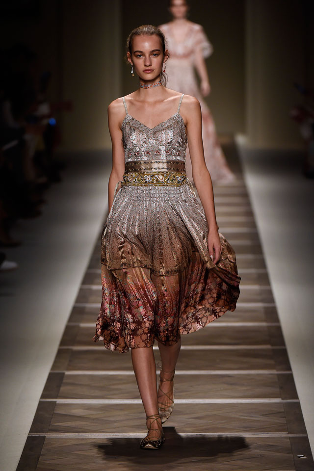 hot sales a4984 a9a3e Milano Moda Donna: la sfilata di ETRO con la collezione ...