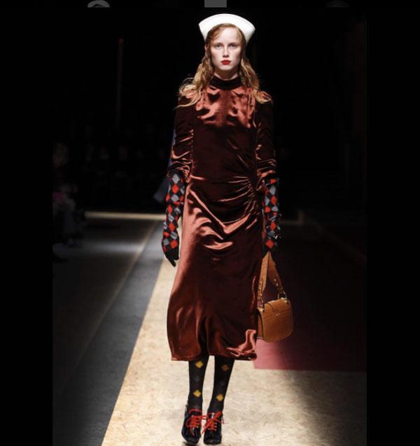sfilate di moda 2017 milano - Ecosia 05465488bb6