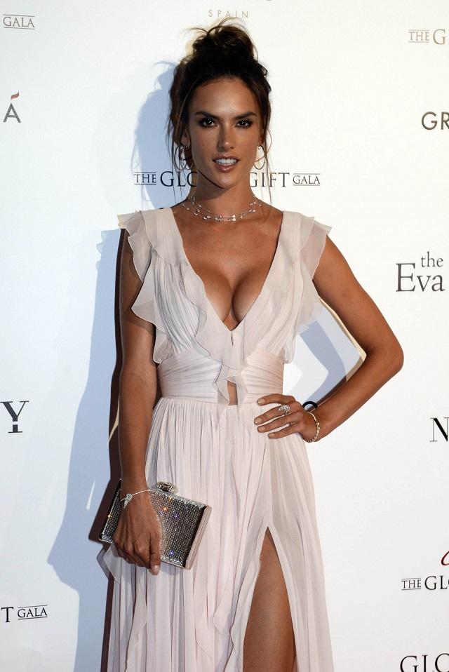Alessandra Ambrosio indossa Messika jewels al Global Gift Gala