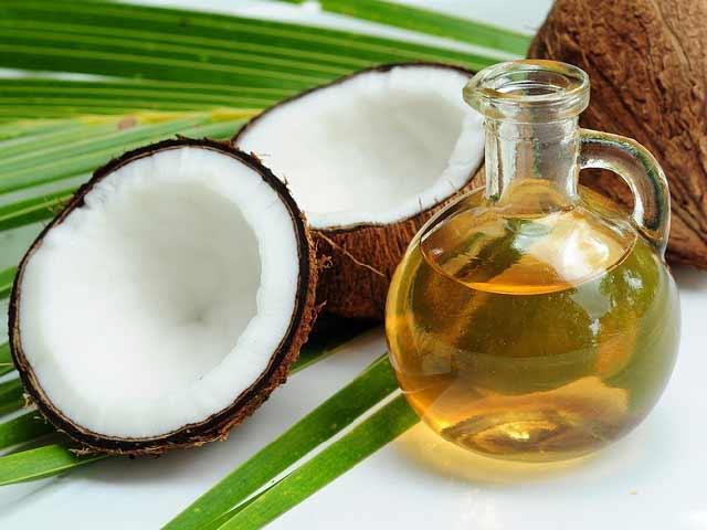 Scrub all'olio di cocco per una pelle più morbida e levigata