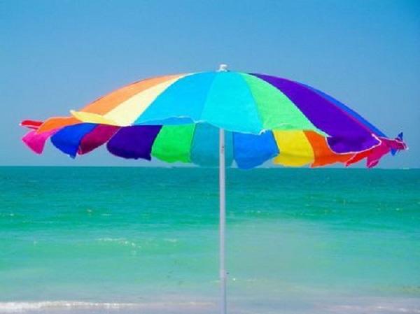 Ecco i consigli per una corretta idratazione sotto l'ombrellone