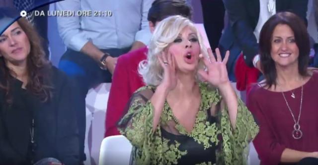 Selfie video lite Tina Cipollari Katia Ricciarelli cosa è successo