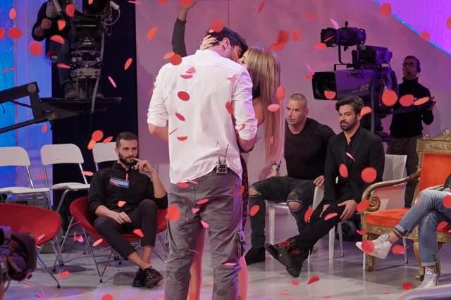 Uomini e donne Riccardo ha scelto Camilla a sorpresa foto