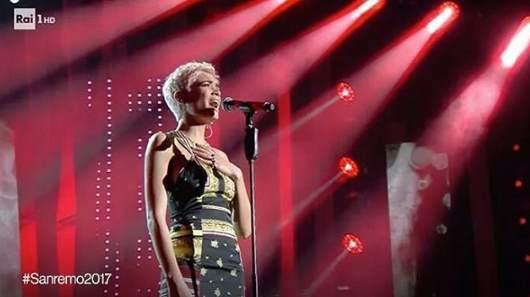 Stilista Scelto Di Sanremo Ha Look Abito Che 2017 Festival Elodie wqzW07FnAx
