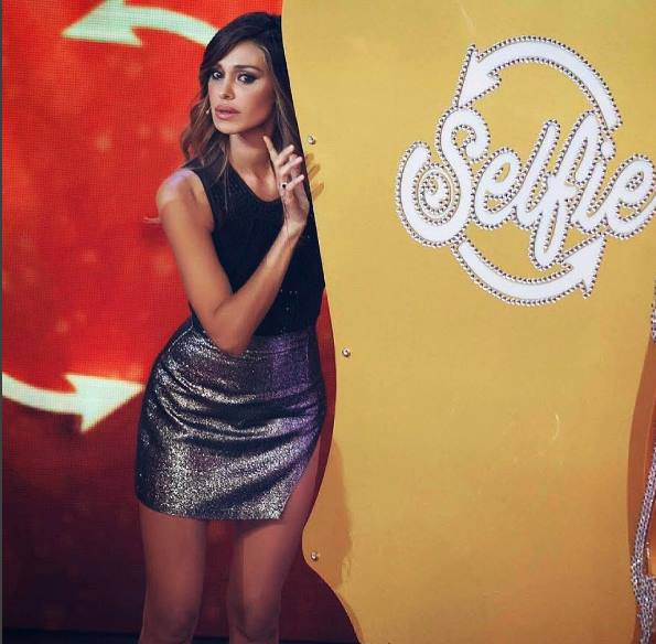belen gonna selfie