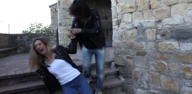 Uomini e Donne Soleil Sorge cade dalle scale e si fa male ecco come sta
