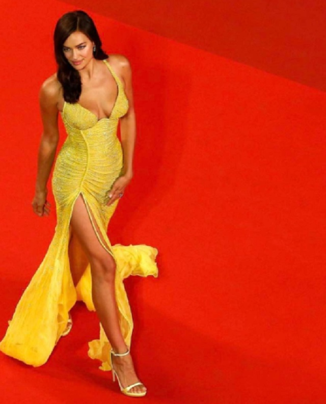 Irina Shayk look e abito indossato sul red carpet del Festival di Cannes