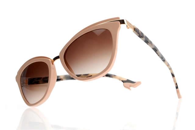 Occhiali da sole per l'estate le donne amano essere alla moda