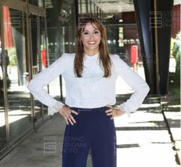 Benedetta Parodi abito look e stilista Domenica In conferenza stampa