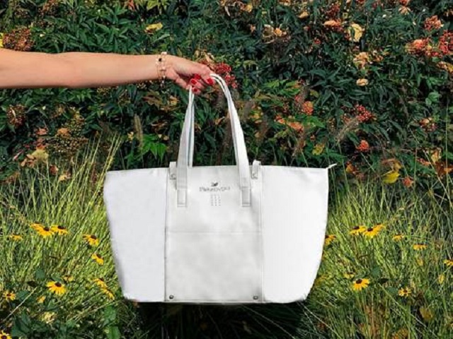 Swarovski presenta la Sparkling bag weekend