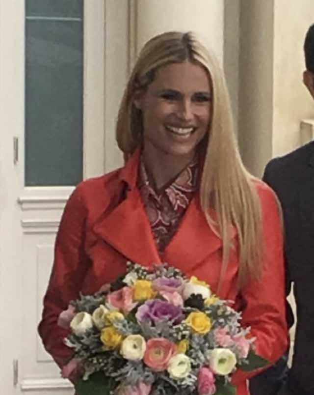 Michelle Hunziker Sanremo 2018 conferenza stampa look abito e fiori