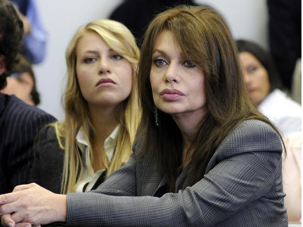Veronica Lario contro Berlusconi lei rivuole l'assegno di mantenimento