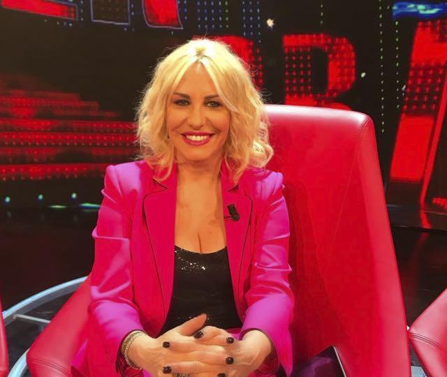 Antonella Clerici Sanremo Young abito e stilista scelto per la trasmissione