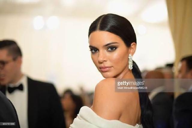 Kendall Jenner ai Met Gala 2018 abito stilista e accessori