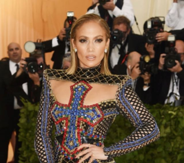 Met Gala 2018 red carpet e abiti, Jennifer Lopez brilla!