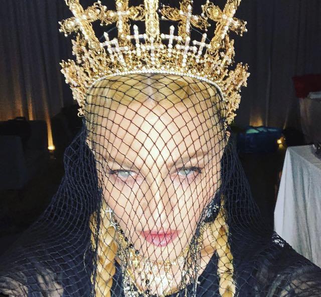 Madonna abito e stilista Met Gala 2018, che look ha scelto?