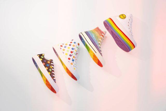 Converse sneaker per il Gay Pride: la collezione Converse Pride di Miley Cyrus