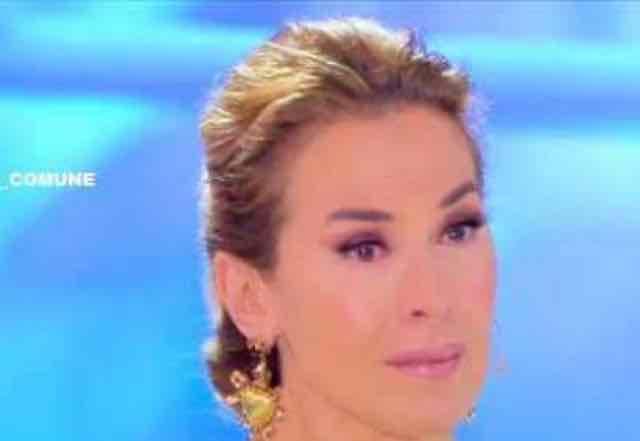 Barbara D'Urso in lacrime mentre ricorda la madre morta, Marco Carta con lei