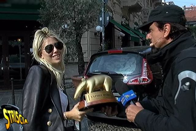 Wanda Nara la moglie di Mauro Icardi riceve il Tapiro d'oro
