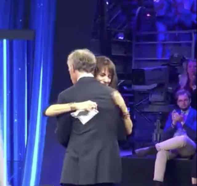 Asia Argento in lacrime dopo l'intervista e Non è l'arena e l'abbraccio con Giletti