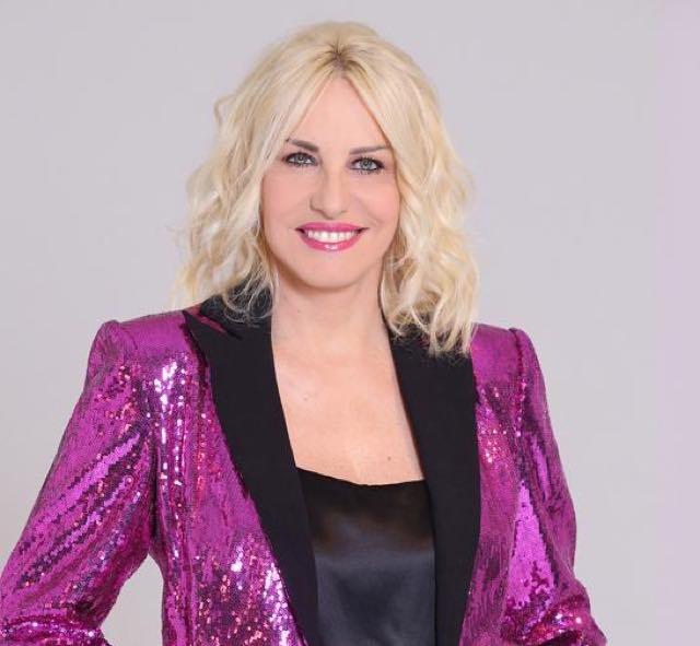 Antonella Clerici Portobello abito e stilista che look ha scelto?