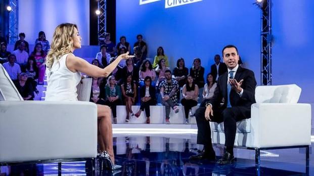 Luigi Di Maio ospite a Domenica Live da Barbara D'urso tra Reddito di Cittadinanza e immigrazione