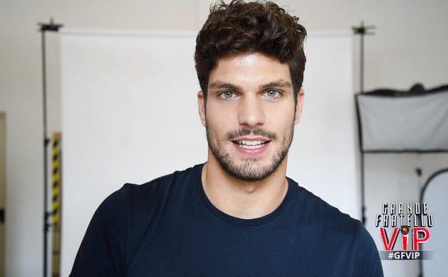 Elia Fongaro del Grande Fratello Vip e la sua prima doccia sexy che ha fatto impazzire le donne