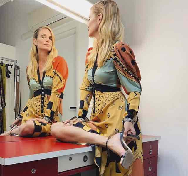 Che abito indossa Filippa Lagerback a Che tempo che fa e che stilista ha scelto?