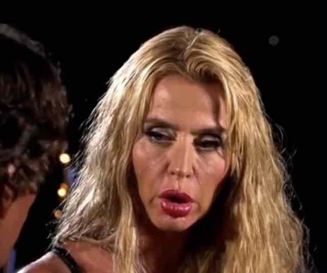 Valeria Marini falò a Temptation Island Vip ma prima c'è il bacio con Ivan