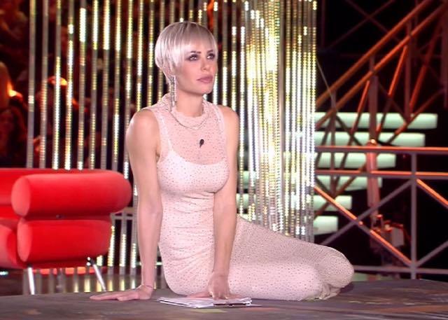Ilary Blasi look puntata del Gf Vip del 26 novembre, che abito ha scelto?