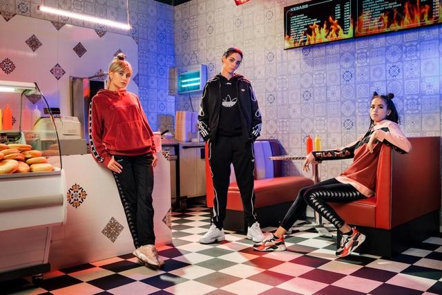 Sneakers collezione vacanze consigliata dal gruppo trap orientale milanese Threesome