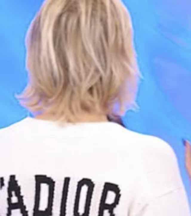 Maria De Filippi a Uomini e donne con il maglione da 1000 euro J'adior 8