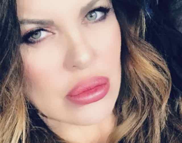 Abito Alba Parietti Isola 2019 che stilista e che look ha scelto?