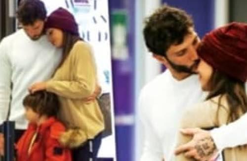 Belen e Stefano e il bacio all'aeroporto tutte le foto che non avete visto
