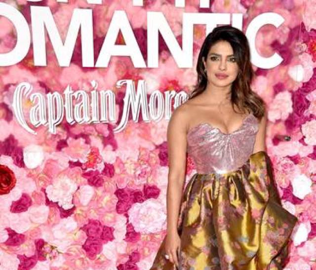 L'attrice Priyanka Chopra in Vivienne Westwood a Los Angeles