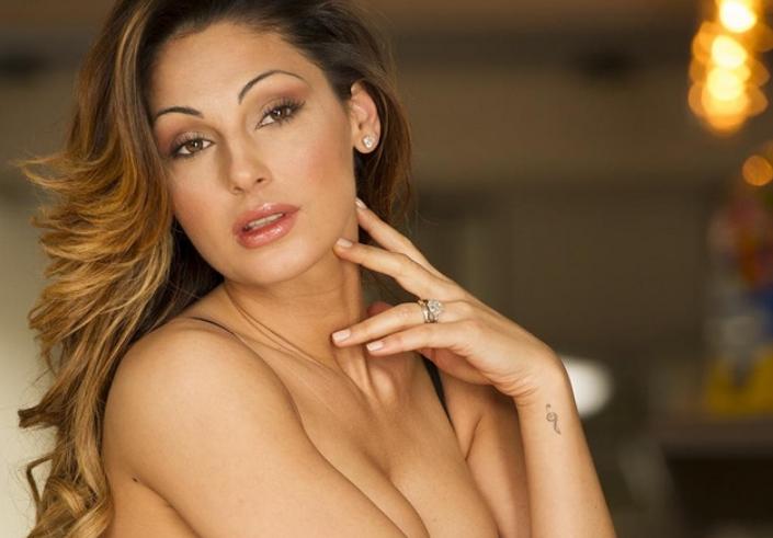 Abito Anna Tatangelo accessori e gioielli Sanremo 2019 che look ha scelto?
