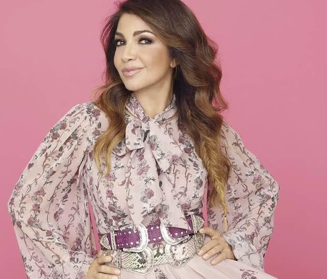 Cristina D'Avena abito e stilista Sanremo 2019 canta con Shade e Federica Carta
