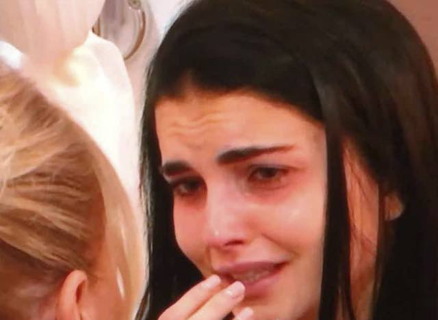 La scelta di Teresa che piange lacrime di coccodrillo e poi sceglie chi non ci saremmo aspettati