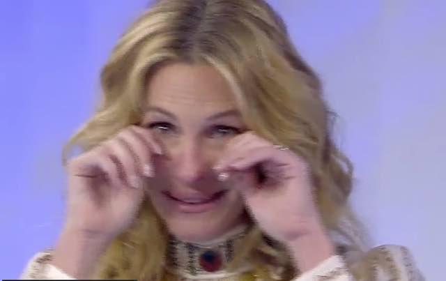 Julia Roberts piange all'ultima puntata di C'è Posta per te