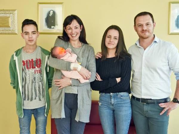 Chi è la mamma di Como che ha messo al mondo 11 figli a soli 38 anni?