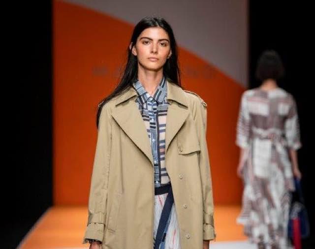 Moda donna il trench va di moda? Ecco le ultime tendenze