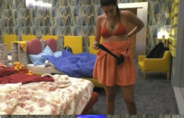 Valentina Vignali senza mutande si o no? Ecco la foto originale