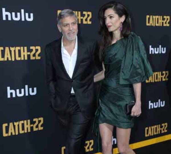 Amal Alamuddin a Los Angeles con Clooney in completo scuro